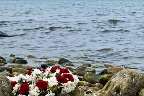 Bestattung Unvergessen individuelle Verabschiedung Naturbestattung Wasserbestattung